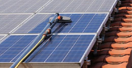 обслуживании солнечных панелей